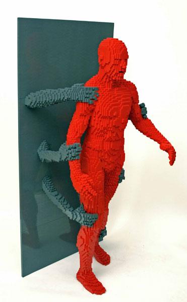 Incredible-LEGO-Art-by-Nathan-Sawaya-grasp