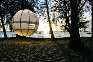 THE-COCOON-TREE-A-TREEHOUSE-AND-A-TENT-swipelife-1-750x500
