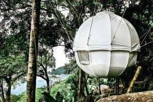 THE-COCOON-TREE-A-TREEHOUSE-AND-A-TENT-swipelife-4-750x500